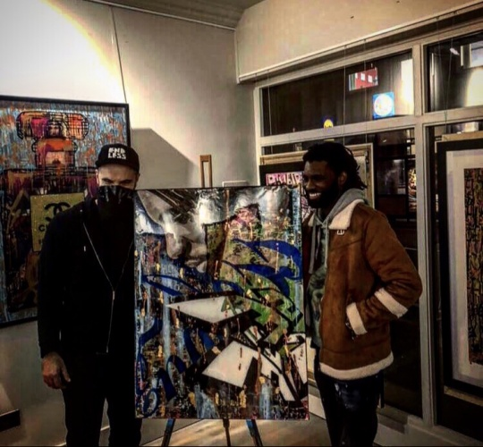 Wretch32 picking up his artwork